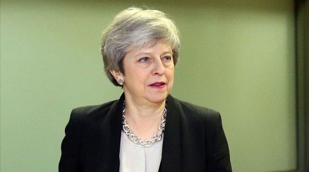 İngiltere'de Theresa May istifa baskısı altında