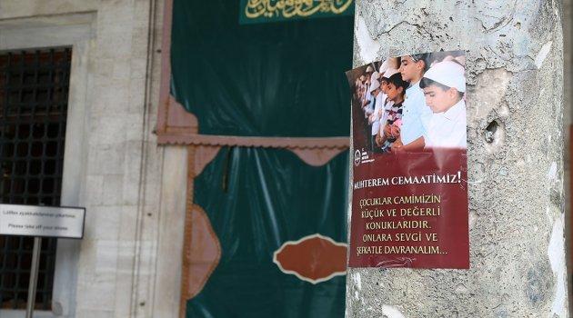İstanbul Müftülüğünden 'çocuklara camide hoşgörü' afişi