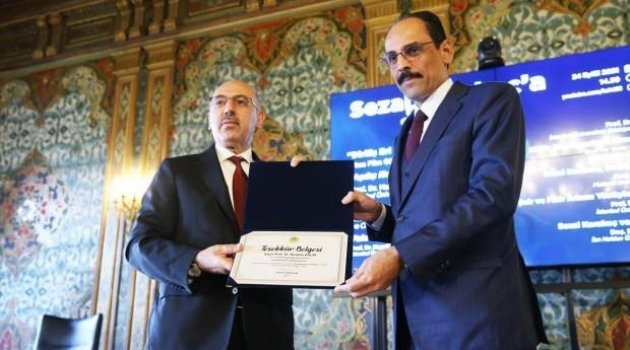 Sezai Karakoç'a fahri doktora verildi