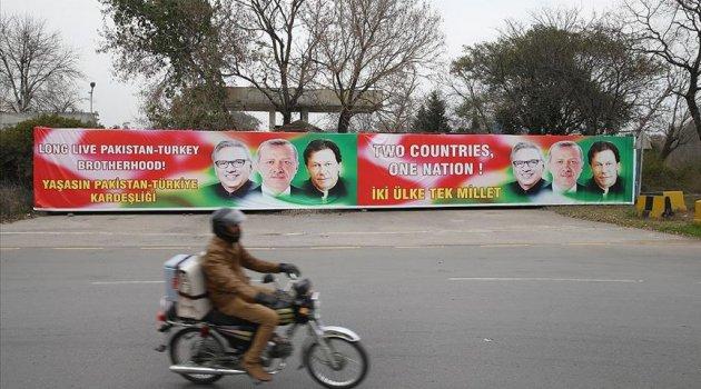 Pakistan'da sokaklar, Cumhurbaşkanı Erdoğan fotoğraflarıyla süslendi