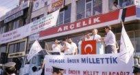 NİZAMETTİN YILDIZ:   Sezai Karakoç'un konuşmaları sırasında meydana asılan sloganlar..