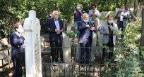 Mustafa Yürekli, 87. ölüm yıl dönümünde Ahmet Haşim'in mezarı başındaydı