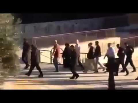 YAHUDİLERE MESCİD-İ AKSA'DA KAFİRUN SURELİ PROTESTO